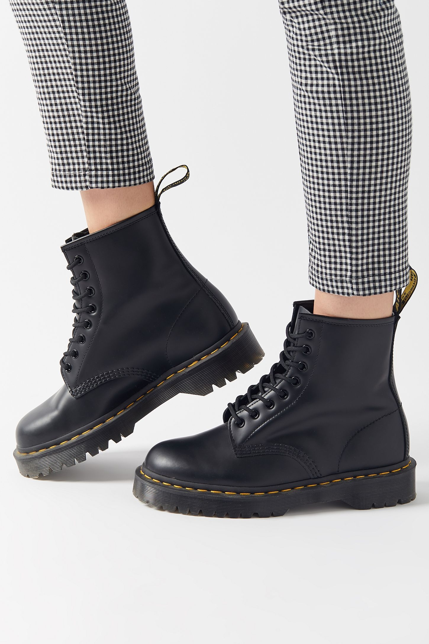 How to wear Doc Martens in the most fashionable way to suit 2021 trend?