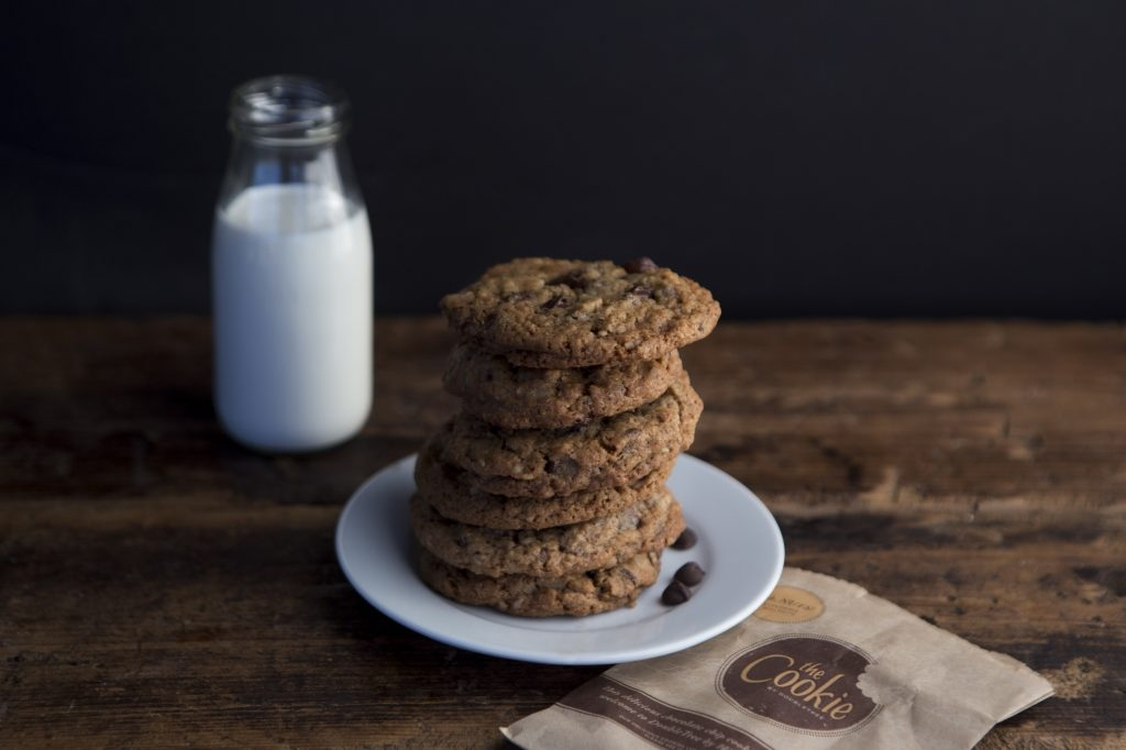 Easy Steps to Make DoubleTree Chocolate Chip Cookies at Home
