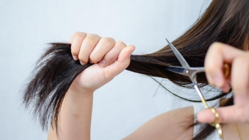 How to cut your hair at home if you are women?