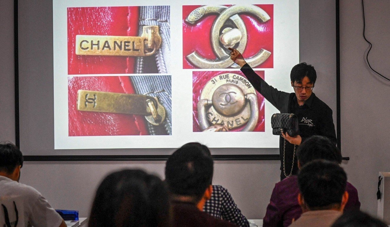 Only in China: Elite Spends Millions of Dollars To Spot Difference Between Fake and Authentic