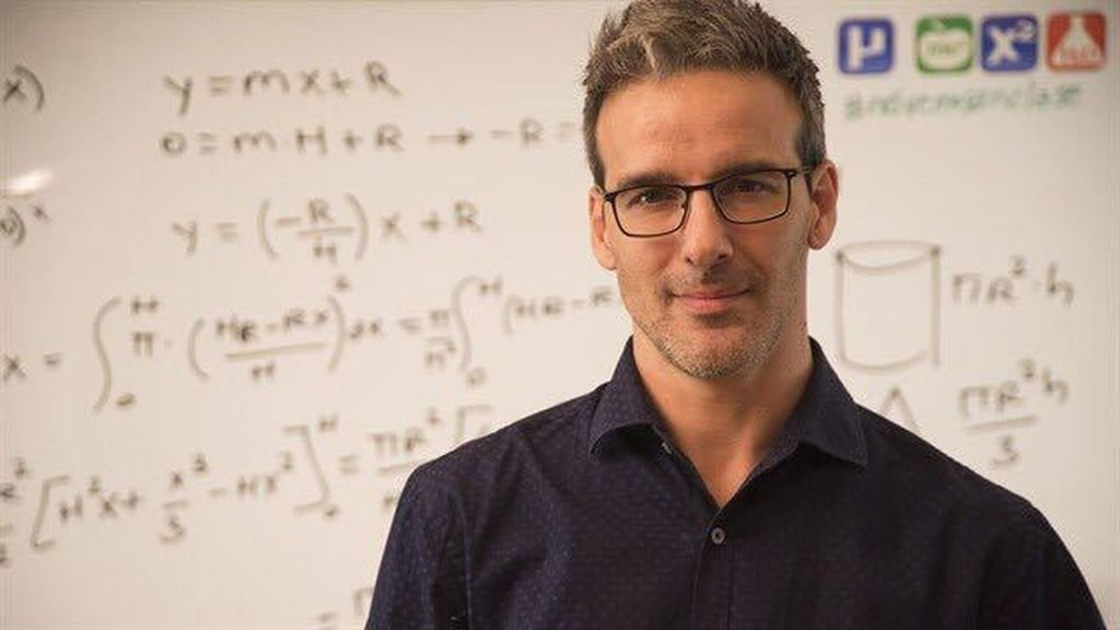 Top 10 Most Handsome and Hottest Teachers In The World Today