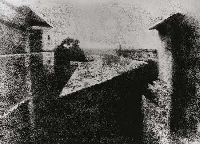 what is the first photograph ever taken in history